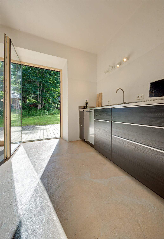Ferienhaus Maar1 am Goldberg - Küche mit vorlelagerter Terrasse